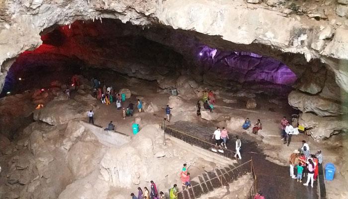 बोरा गुफाएं